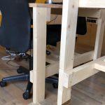 手作りの作業台( ´ ▽ ` )立って作業しやすいように(腰などを痛めないように)高さ調節出来るようにしてもらいました!#こだわりポイント #diy #手作り机 #作業台 #製本 #作業台
