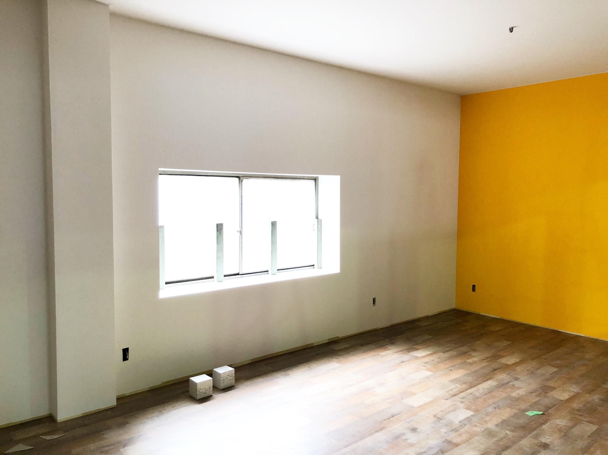 とうとう️外枠が完成しました^_^#クラフトルーム #製本工場 #黄色壁