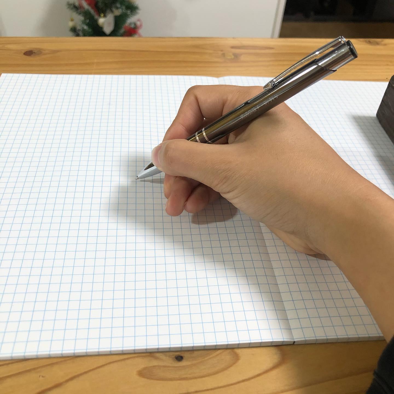 完全オリジナルデザインでぺたんこノート作れます表紙はもちろん、本文もオリジナルデザインOKホットメルトの無線綴じではないので開きが180度使いやすいです️小ロットで承り中です100冊〜ぜひお問い合わせください️#ぺたんこノート (仮)#名前考え中 #オリジナルノート #ノベルティノート #冊子印刷ふぁくとりー